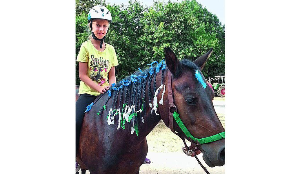 jugendreise.de Reiterferien Boitzenburg Mädchen auf Pferd