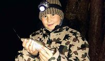 jugendreise.de Angelferien Loppin Junge mit Fang vom Nachtangeln